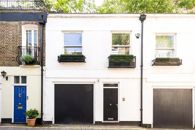 Asking Price £2,590,000, 2 Bedroom Mews House For Sale in London, W8