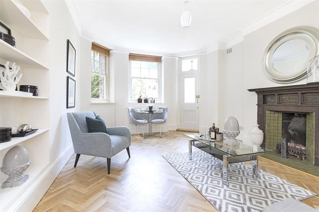 Asking Price £965,000, 2 Bedroom Flat For Sale in London, W14