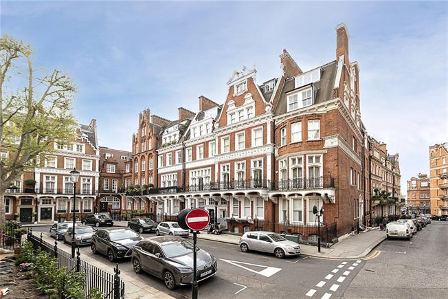 Asking Price £1,650,000, 3 Bedroom For Sale in London, W8