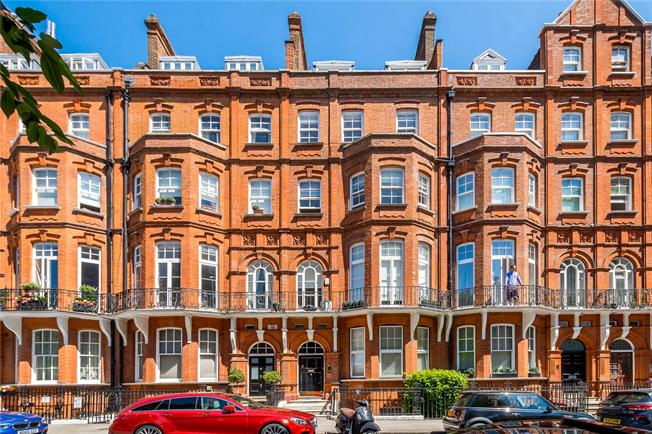 Asking Price £2,000,000, 3 Bedroom Flat For Sale in London, W8