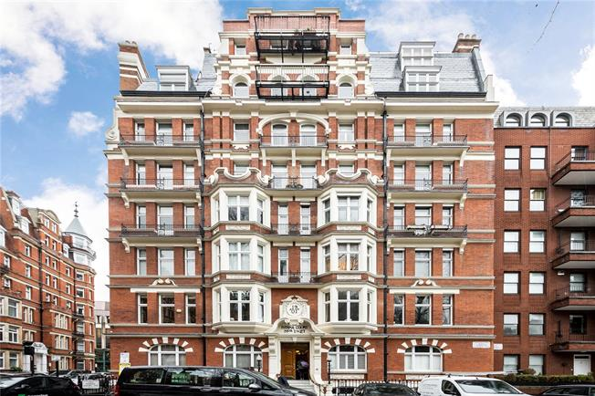 Asking Price £1,600,000, 3 Bedroom Flat For Sale in London, W8