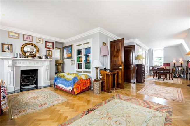 Asking Price £2,900,000, 3 Bedroom Flat For Sale in London, W8