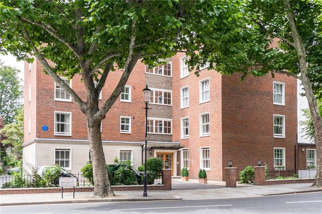 Asking Price £1,795,000, 3 Bedroom Garage For Sale in London, W14