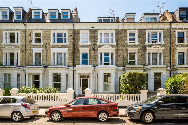Asking Price £1,350,000, 3 Bedroom Flat For Sale in London, W14