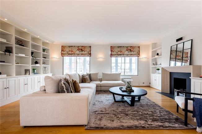 Asking Price £1,950,000, 3 Bedroom Flat For Sale in London, W8