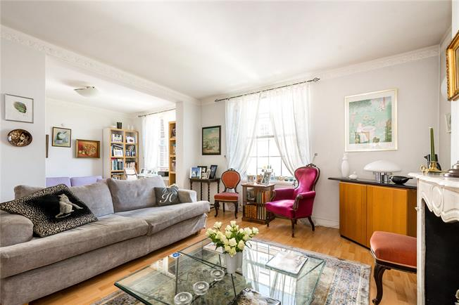 Asking Price £975,000, 2 Bedroom Flat For Sale in London, W14