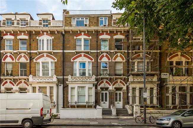 Asking Price £695,000, 2 Bedroom Flat For Sale in London, W14