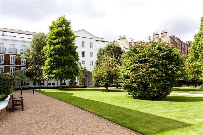 Asking Price £1,100,000, 1 Bedroom Flat For Sale in London, W8