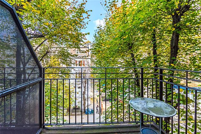 Asking Price £1,095,000, 2 Bedroom Flat For Sale in London, W14