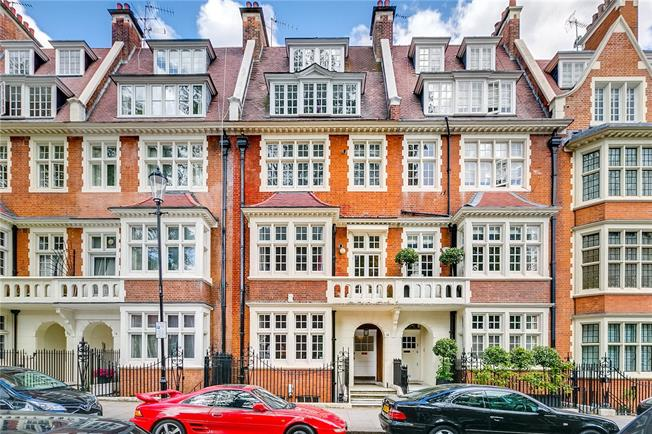 Asking Price £950,000, 1 Bedroom Flat For Sale in London, W8