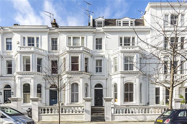 Asking Price £1,250,000, 2 Bedroom Flat For Sale in London, W8