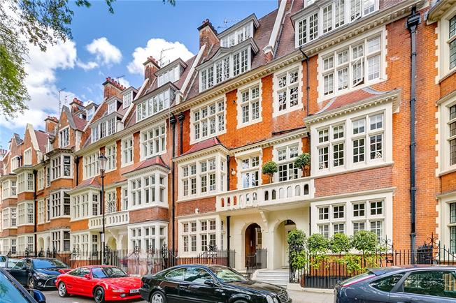 Asking Price £1,875,000, 3 Bedroom Flat For Sale in London, W8