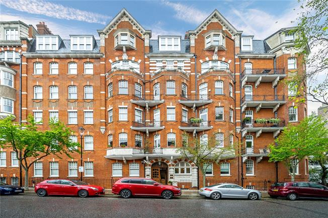 Asking Price £2,499,950, 3 Bedroom Flat For Sale in London, W8