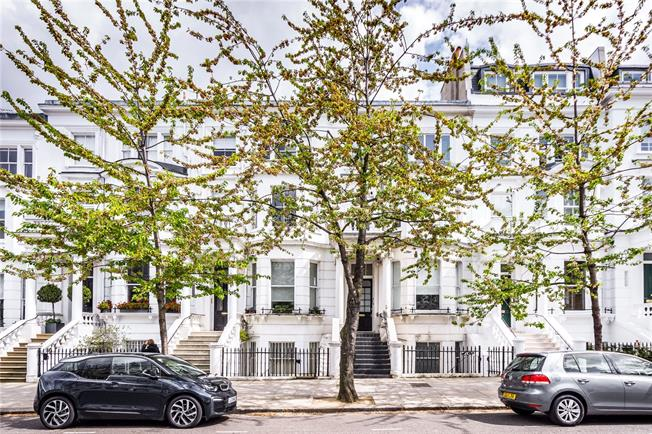 Asking Price £1,425,000, 2 Bedroom Flat For Sale in London, W8