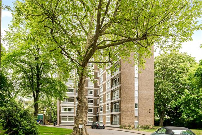 Asking Price £1,300,000, 2 Bedroom Flat For Sale in London, W14