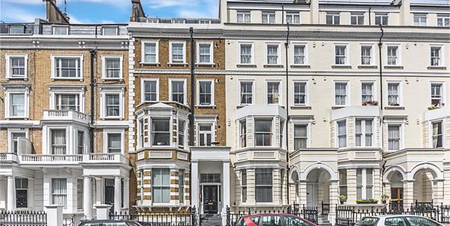 Asking Price £1,100,000, 2 Bedroom Flat For Sale in Kensington, W8