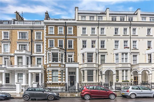 Asking Price £1,100,000, 2 Bedroom Flat For Sale in Kensington, W8
