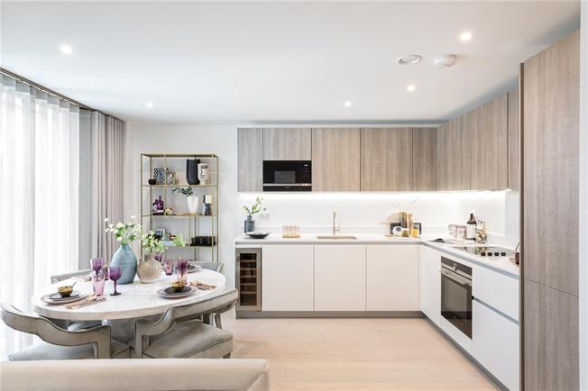 Asking Price £1,560,000, 2 Bedroom Flat For Sale in West Kensington, W14