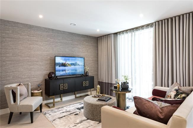 Asking Price £1,075,000, 2 Bedroom Flat For Sale in West Kensington, W14
