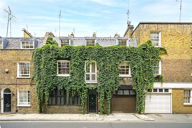 Asking Price £2,500,000, 4 Bedroom Mews House For Sale in London, W8