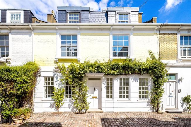 Asking Price £3,000,000, 3 Bedroom Mews House For Sale in London, W8