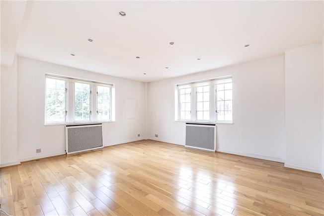 Asking Price £1,200,000, 2 Bedroom Flat For Sale in London, W8
