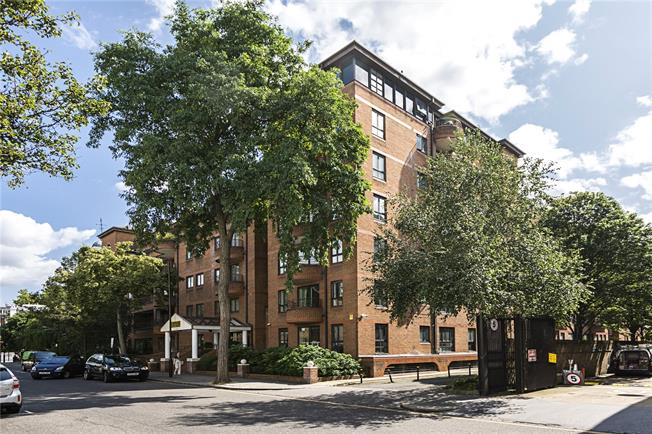 Asking Price £990,000, 2 Bedroom Flat For Sale in London, W8