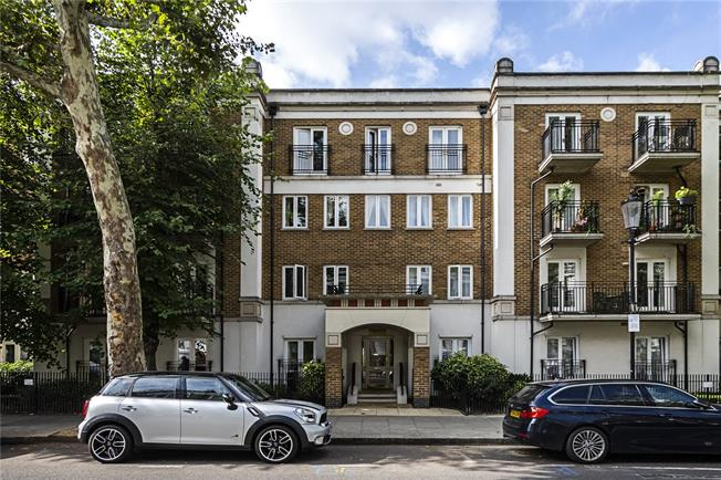 Asking Price £900,000, 2 Bedroom Flat For Sale in London, W14