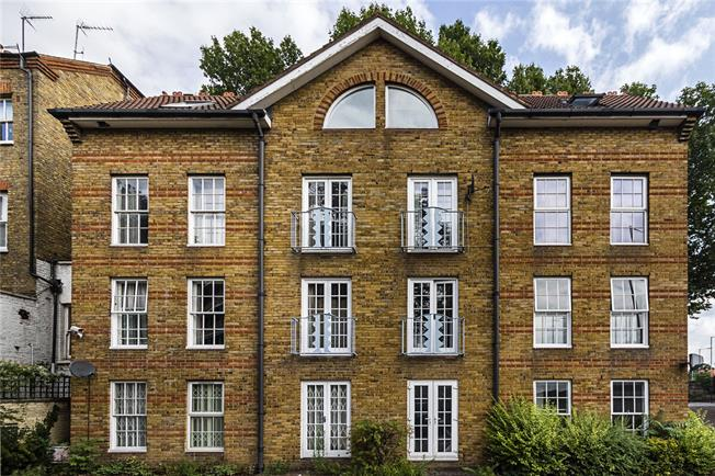 Asking Price £800,000, 3 Bedroom Flat For Sale in London, W14