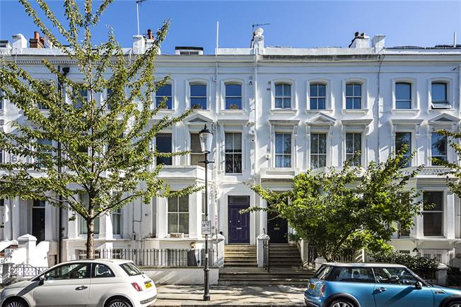 Asking Price £730,000, 2 Bedroom Flat For Sale in London, W14