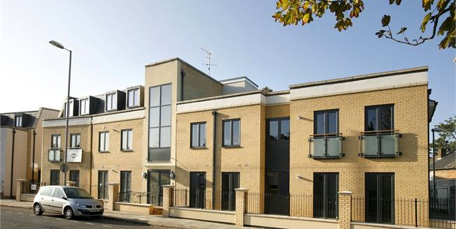 Asking Price £549,940, 2 Bedroom Flat For Sale in Surbiton, KT6