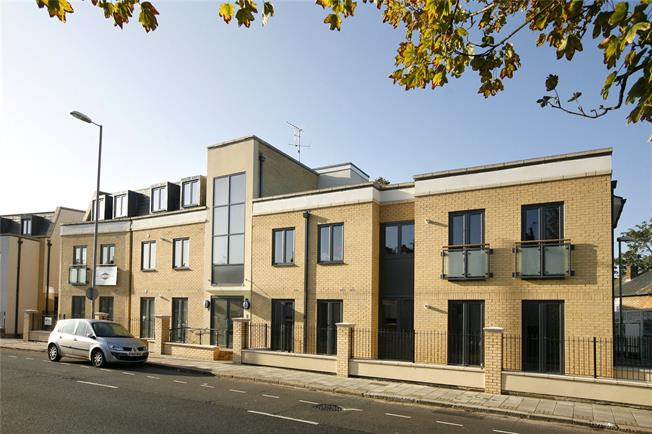 Asking Price £549,940, 2 Bedroom Flat For Sale in Surrey, KT6