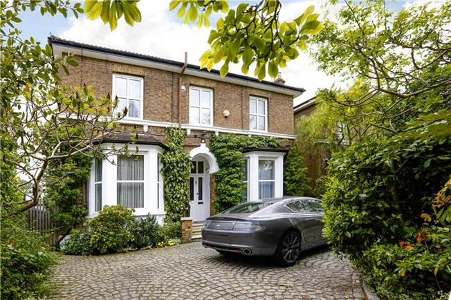 Guide Price £2,295,000, 5 Bedroom Detached House For Sale in Surbiton, KT6