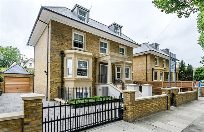 Guide Price £2,199,000, 5 Bedroom Detached House For Sale in Kingston upon Thames, KT2