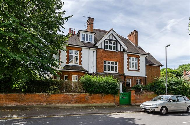 Asking Price £1,700,000, 6 Bedroom Semi Detached House For Sale in Kingston upon Thames, KT2