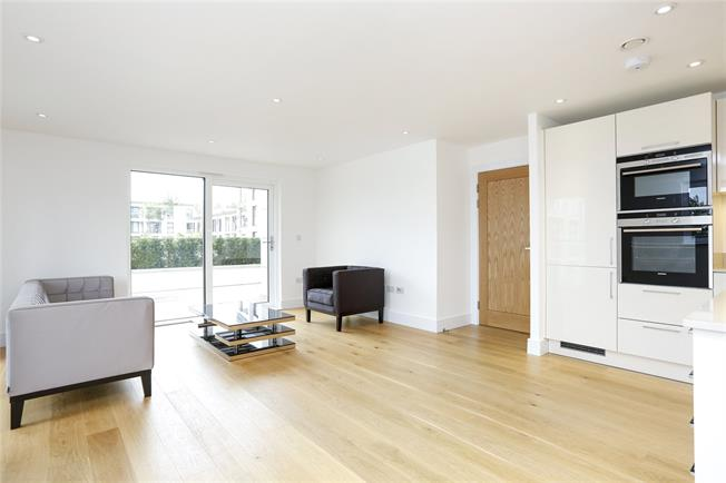 Asking Price £695,000, 2 Bedroom Flat For Sale in Kingston upon Thames, KT2