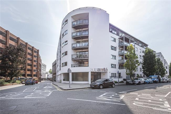 Asking Price £525,000, 1 Bedroom Flat For Sale in Kingston upon Thames, KT1