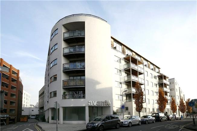 Asking Price £350,000, 1 Bedroom Flat For Sale in Kingston upon Thames, KT1