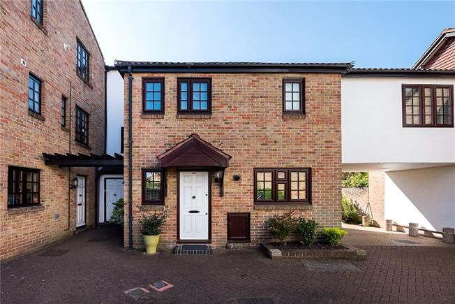 Asking Price £625,000, 3 Bedroom Mews House For Sale in Kingston upon Thames, KT2