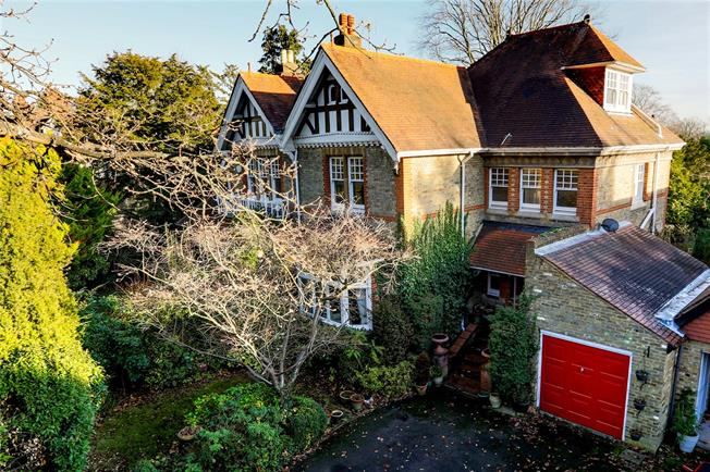 Asking Price £1,495,000, 5 Bedroom Semi Detached House For Sale in Surbiton, KT6