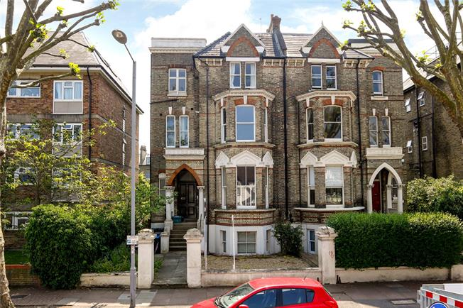 Asking Price £550,000, 1 Bedroom Flat For Sale in Surbiton, KT6