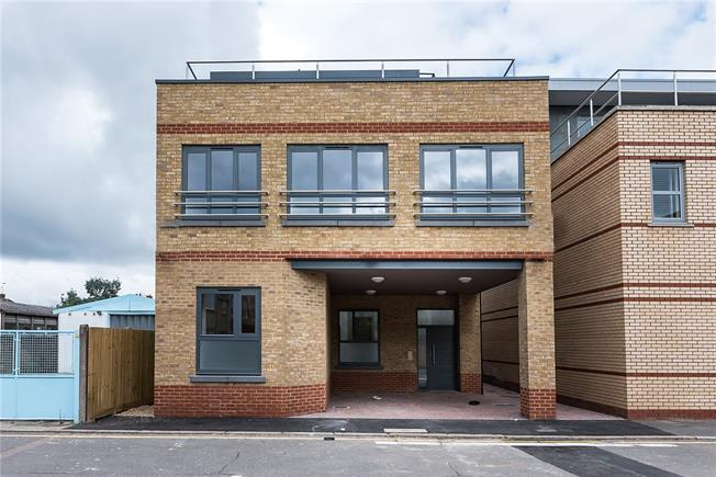 Asking Price £380,000, 1 Bedroom Flat For Sale in Kingston upon Thames, KT1