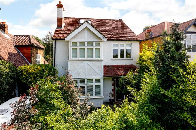 Asking Price £1,395,000, 4 Bedroom Detached House For Sale in Kingston upon Thames, KT2