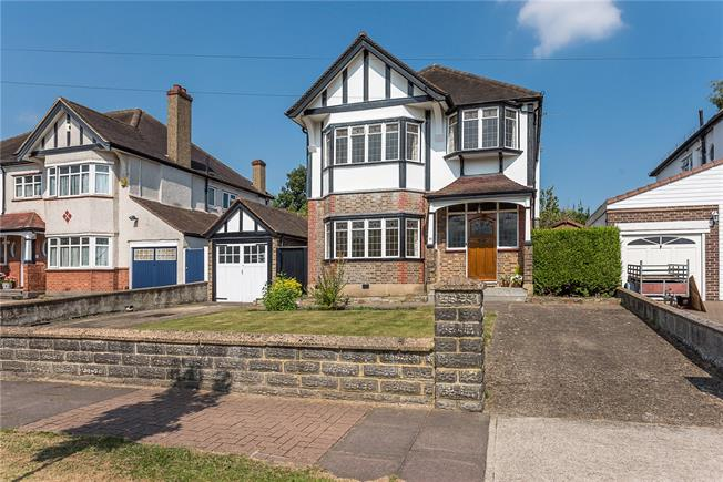 Guide Price £1,100,000, 4 Bedroom Detached House For Sale in Surbiton, KT5