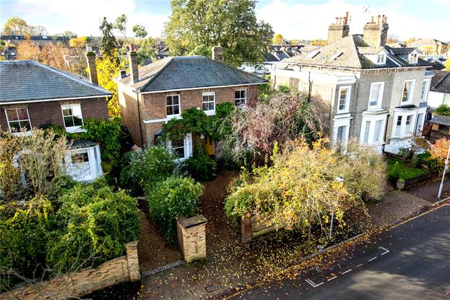 Asking Price £1,895,000, 5 Bedroom Detached House For Sale in Surbiton, KT6