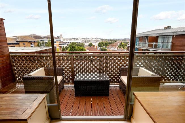 Asking Price £625,000, 3 Bedroom Flat For Sale in Kingston upon Thames, KT1