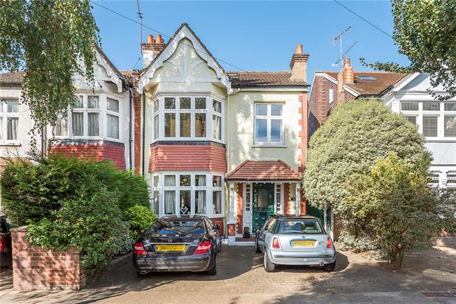 Asking Price £1,065,000, 4 Bedroom Semi Detached House For Sale in Kingston upon Thames, KT1