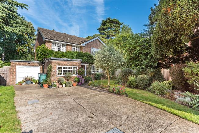 Guide Price £1,095,000, 4 Bedroom Detached House For Sale in Surbiton, KT6