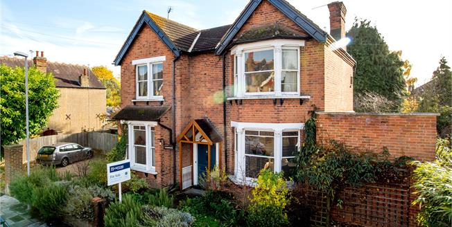 Guide Price £1,895,000, 5 Bedroom Detached House For Sale in Kingston upon Thames, KT2