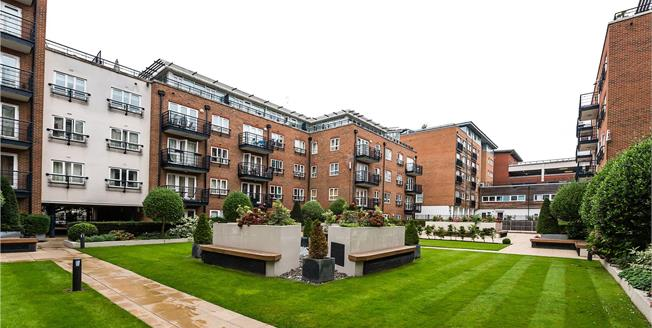 Asking Price £595,000, 2 Bedroom Flat For Sale in Kingston upon Thames, KT2